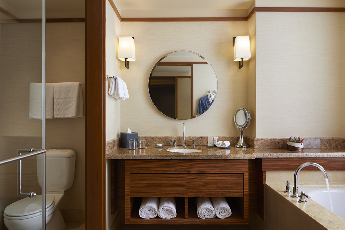 Deluxe Double Bathroom