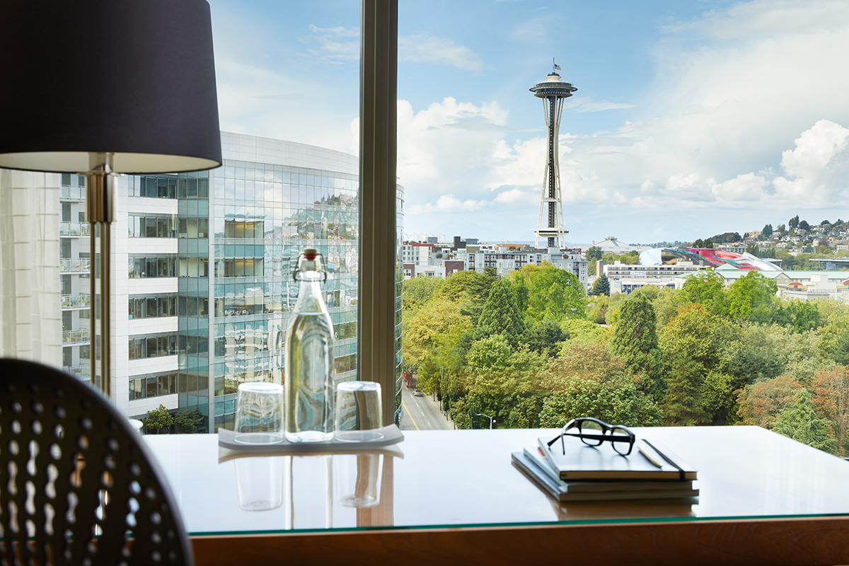 Premium Space Needle Room